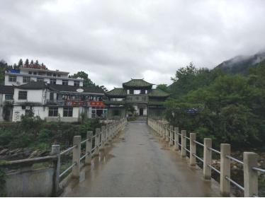 牯牛降风景区位于祁门与石台县交界处,主要分为五大景区:主峰景区